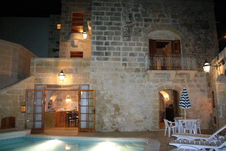 Dar Guzeppa Farmhouse with pool - Ix-Xagħra - Dom