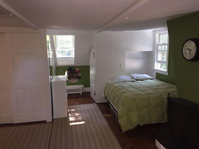 Brett & Jack's Room In Beacon Historic Home