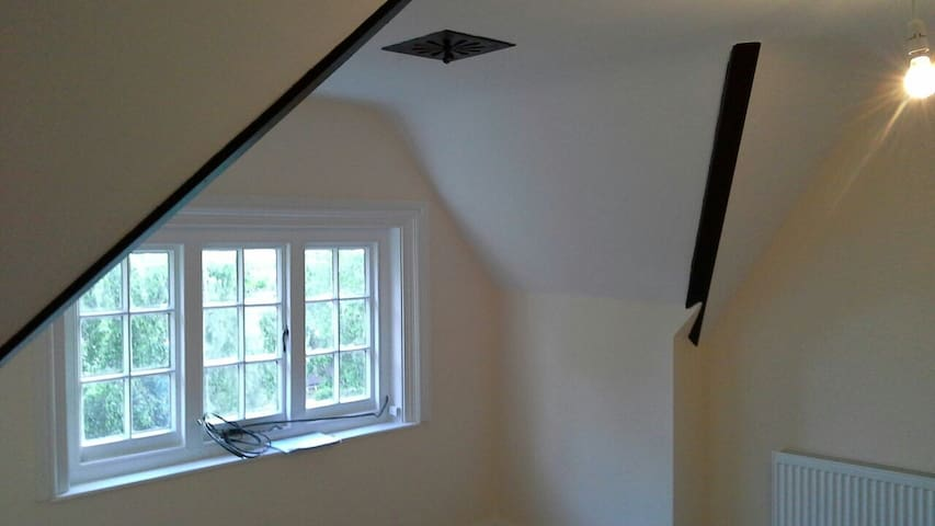 Attic suite in victorian house - Bodicote