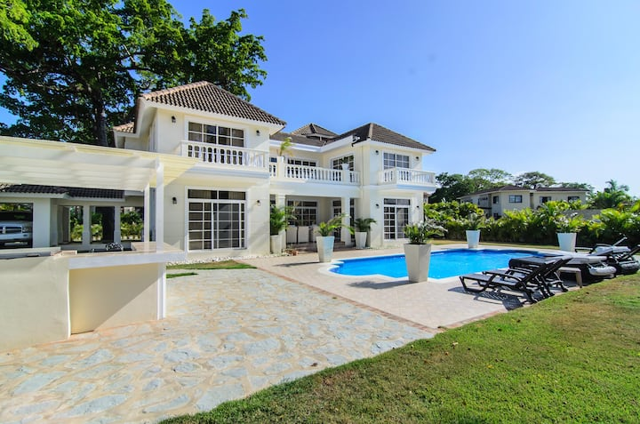 Guest Friendly Villa, Private Pool, Secluded Beach