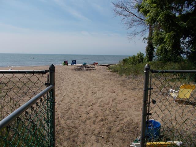 Lakefront Home, Kingsville Ontario - Kingsville - House