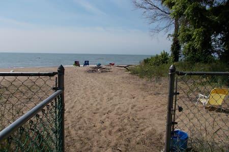 Lakefront Home, Kingsville Ontario - Kingsville - Casa