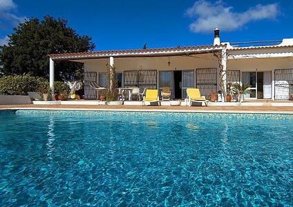Fantastic villa by beach and golf - Lagos