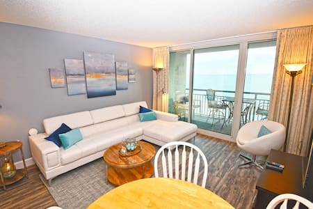 ⭐Direct Oceanfront - Luxurious Oceanfront Suite with Garden Jet Tub!