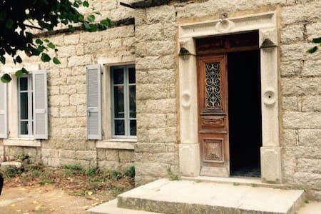 Villa Les Chênes - Levie - บ้าน