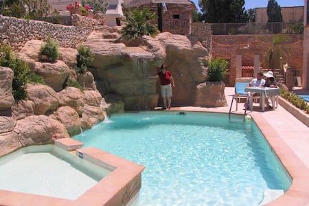 Santa Maria Apt D, 1B/R, Pool, WiFi, Private Patio - Il-Mellieħa