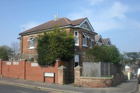Modern 4 double bed detached house - Bournemouth - Casa
