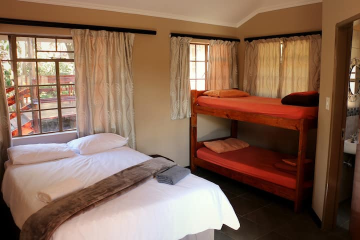 Private family suite, Lidwala Lodge