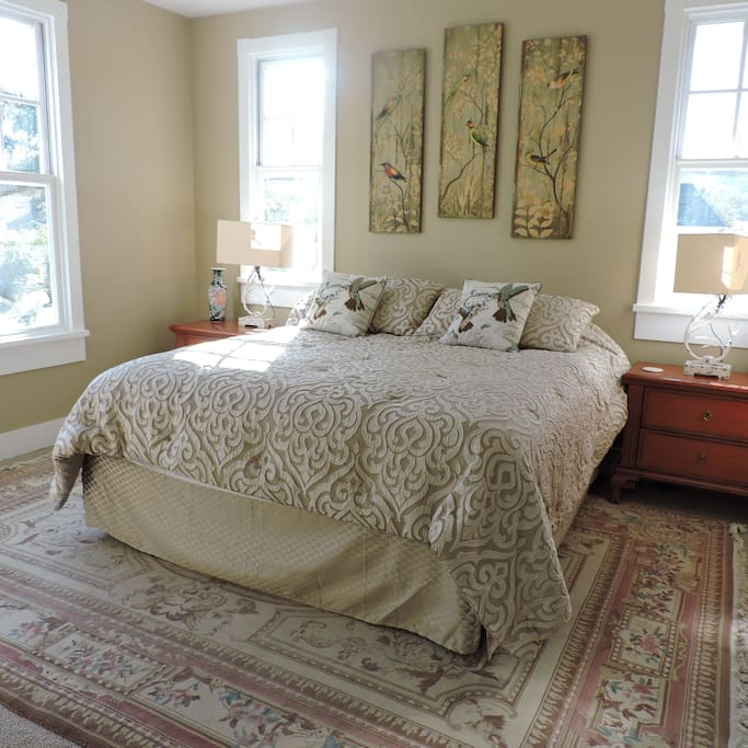 Main House, Upstairs: King Size Bed, Shared Full Bathroom
