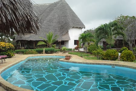 CAMERE PRIVATE in un bel Resort. - Malindi