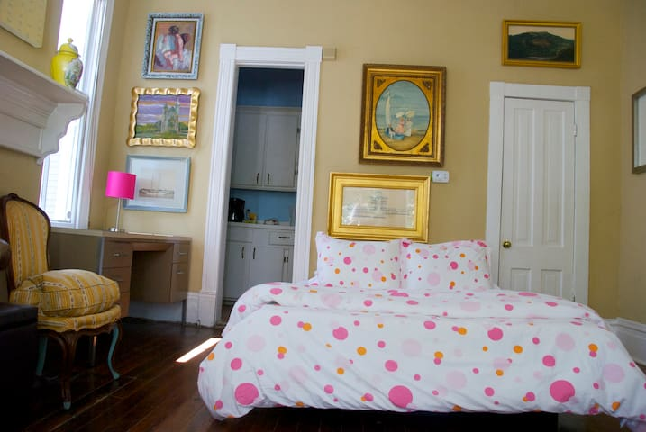 The studio apartment with queen size temprepedic mattress, four pillows and 100% Egyptian cotton bed linens.
