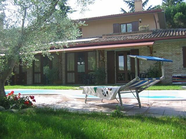 Appartamento in campagna e piscina 2+2 posti letto - Montelabbate - Lakás
