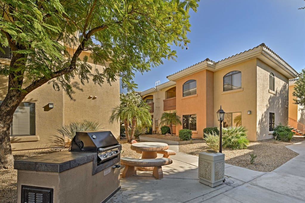 Find paradise in Phoenix when you stay at this 1-bedroom vacation rental condo!