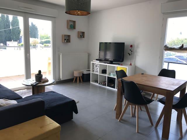 Bel appartement avec terrasse et jardinet