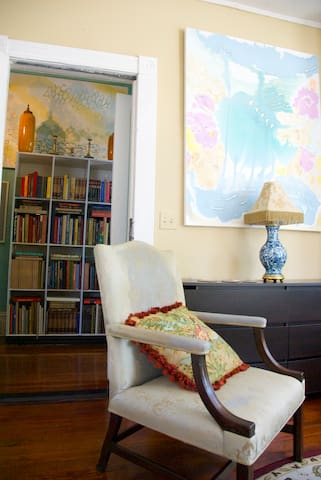 The main hall bookcase,easily accessible from the studio, offers the guest a variety of colorful art and architecture books to enjoy.