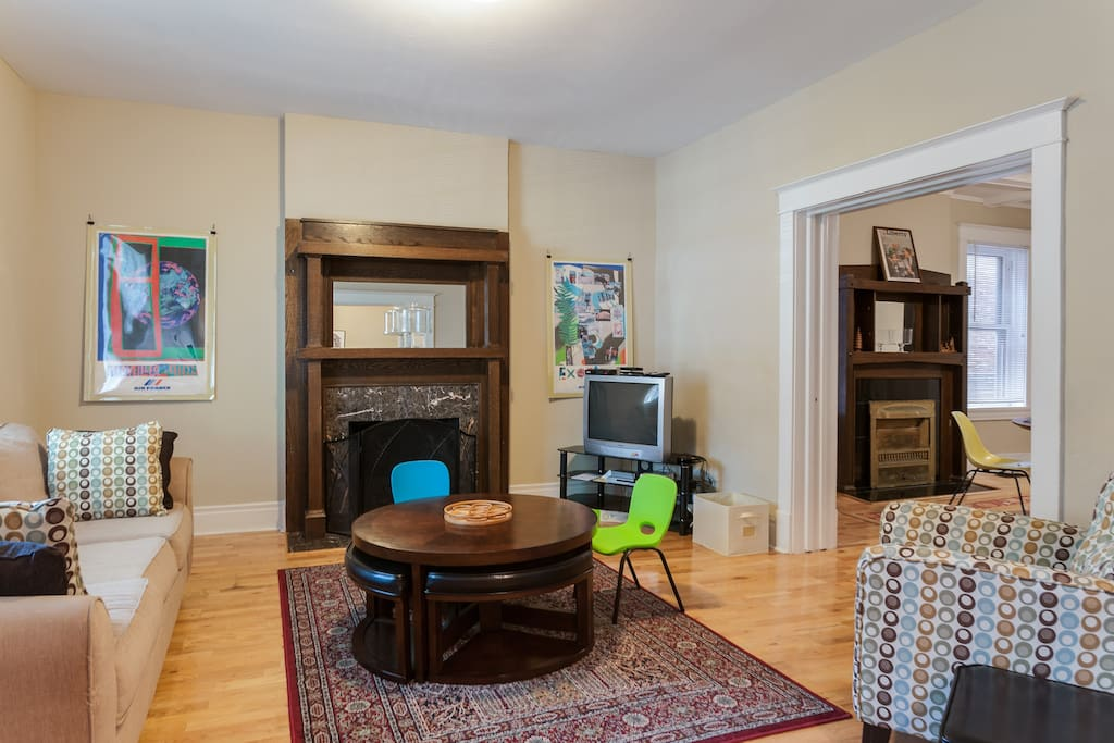 Living room with tv, decorative fireplace