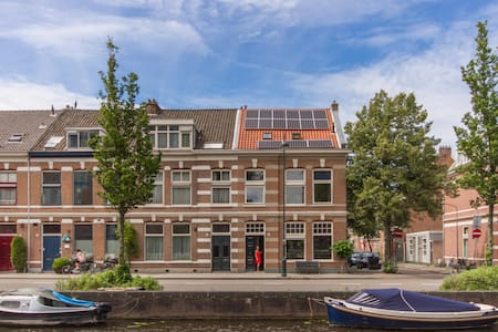 Cosy room in historic Canal House, great location - Haarlem