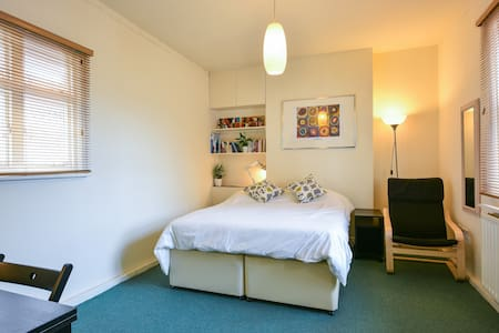 Central Studio flat in Lewes