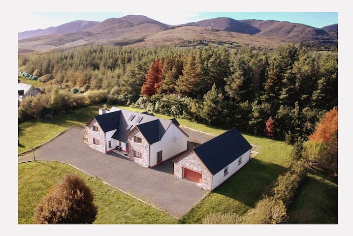 Sneem 'Mountain View' Lodge