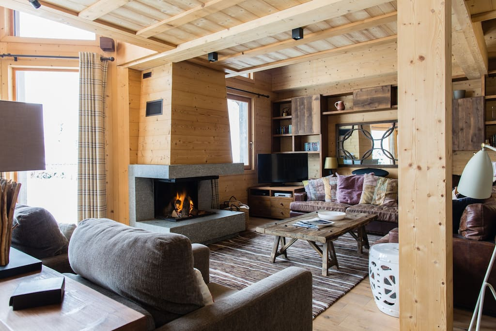 The comfortable sitting area with squishy sofas and open log fireplace