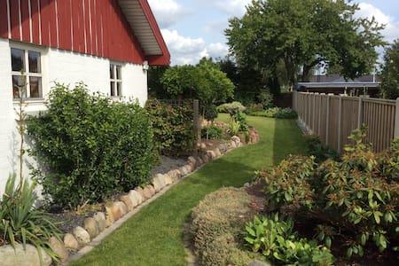 Family home with spacious garden in Billund center - Billund