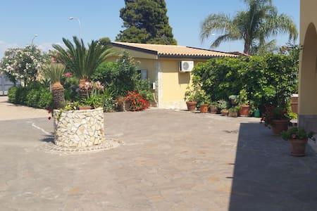 DOUBLE ROOM (room only) - Borgo Bonsignore - Bed & Breakfast