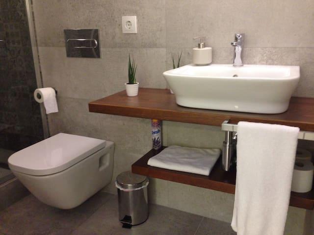 Uno de los dos baños.
