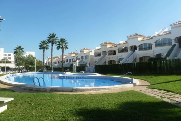 Acceso gratis a piscina que está a 3,8 km de la casa - Free access to the pool that is 3.8 km from the house