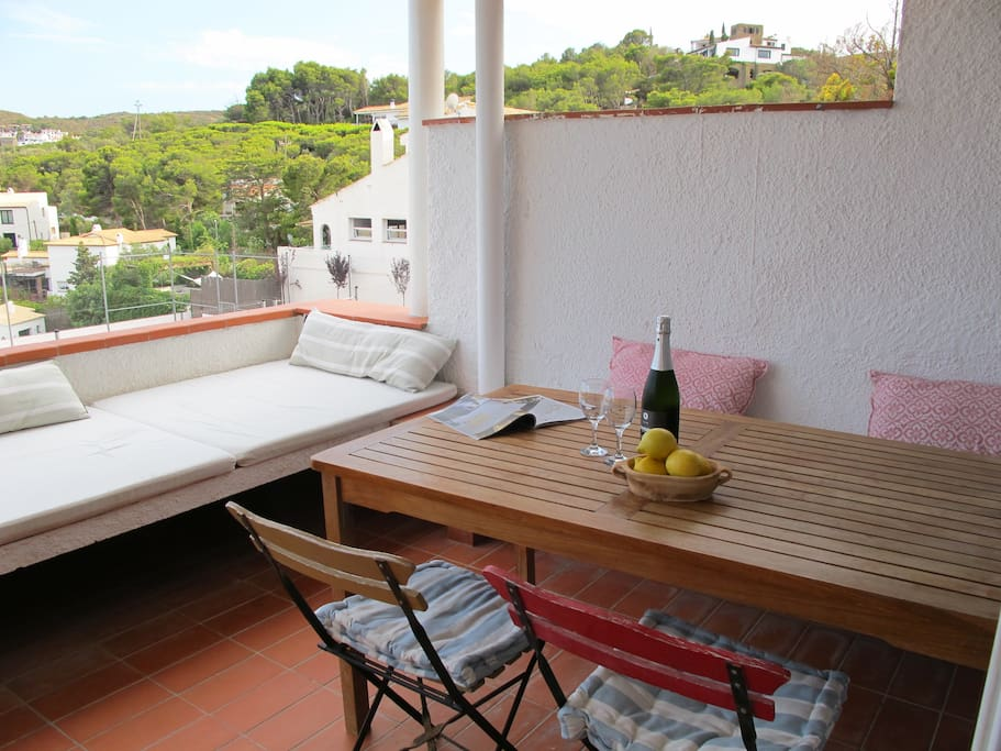 Terrace with wonderful built in daybed (for two!). Perfect for siestas.