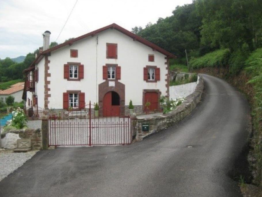 300 yr basque farmhouse incredible views 1 chambres d 39 h tes louer saint jean pied de. Black Bedroom Furniture Sets. Home Design Ideas