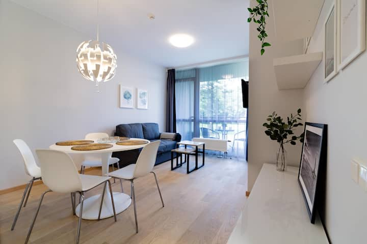 Enjoyable DEJA BLUE Apt in City Center By Cohost