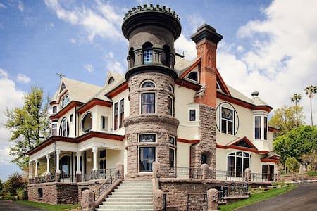 Spectacular 8 BR Victorian Mansion - Piru - Hus
