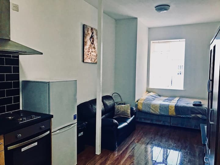 Safe Move (Flat 15) - Cosy City Centre Studio