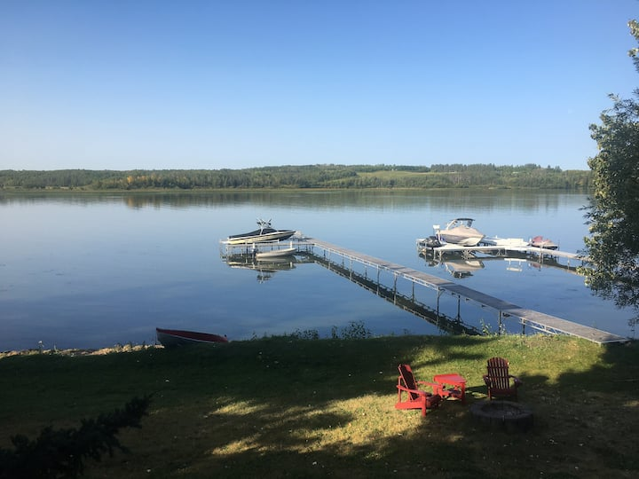 Entire lakefront Family Cottage on Pine Lake
