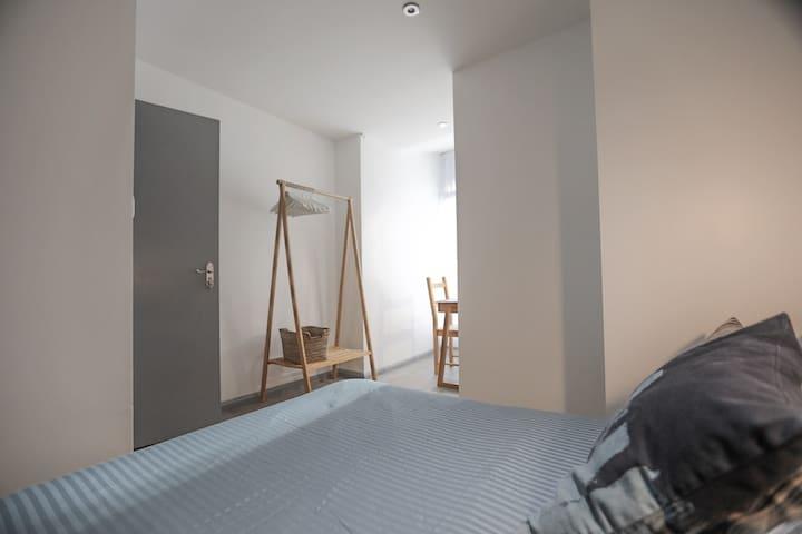 Central Tanaka Wood Room, Angel - ZONE 1