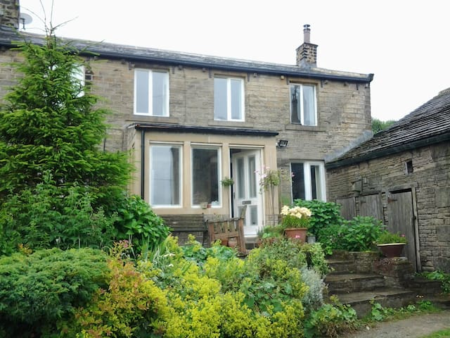 Double/twin in 17C cottage & Hottub - Holmfirth - Haus