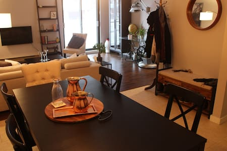 Impeccable room in a very clean condo with parking - Lakás
