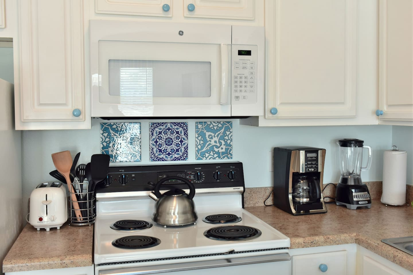 Lovely condo steps from the beach. Family friendly - Apartments for ...