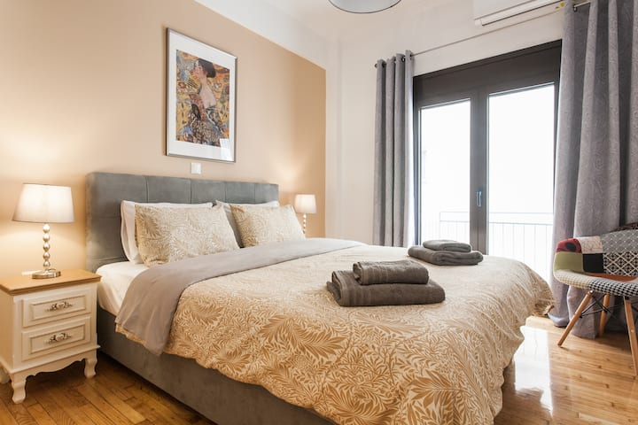 A 50 m2 Artistic Apartment in the Center of Athens