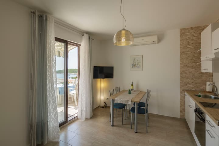 Vis - Rukavac, lovely apartment for 4 (B)