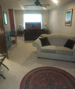 Comfortable, private suite for 1-2 guests