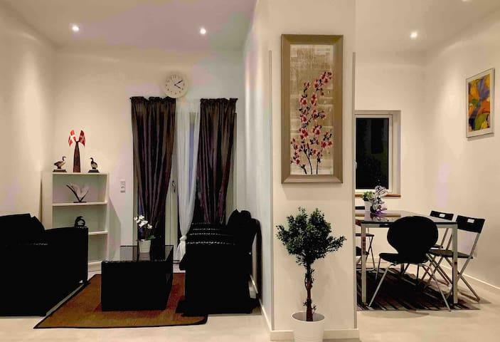 Stay Home,  3 bed  Rooms clean & cosy  Apartment