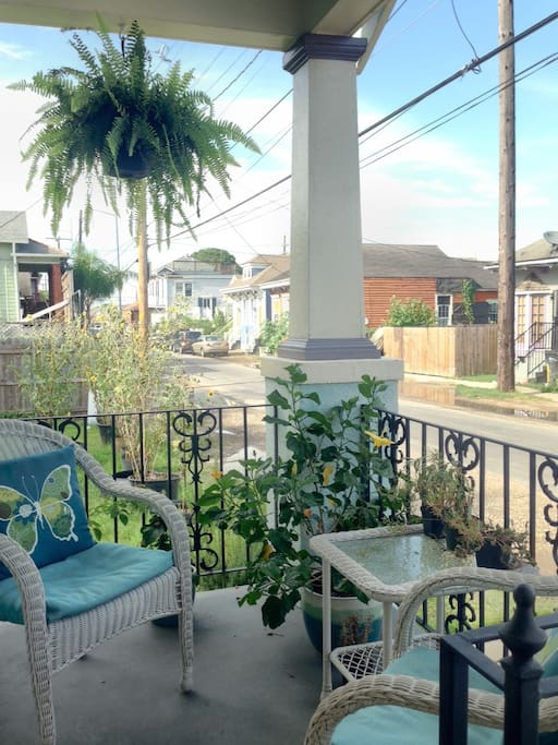 Small front porch for relaxing.