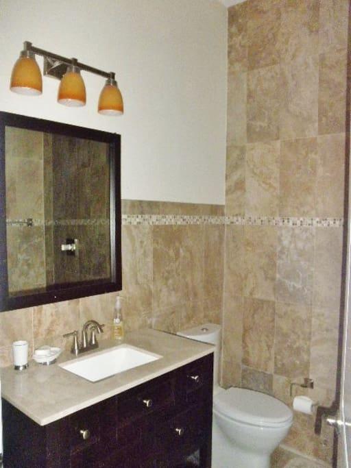 Private en-suite bathroom w/ walk in shower