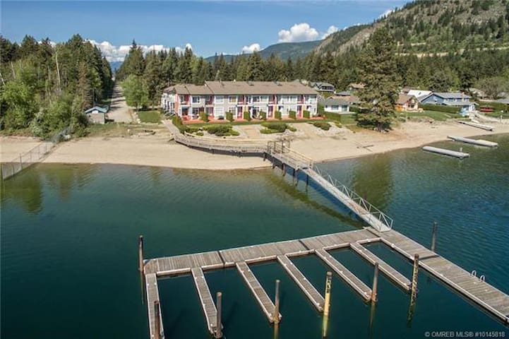 Waterfront T/H at Shuswap Lk. Saratoga Resort