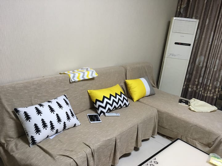cozy couch sofa 10 mins to airport 沙发客栖息地【120 ㎡】