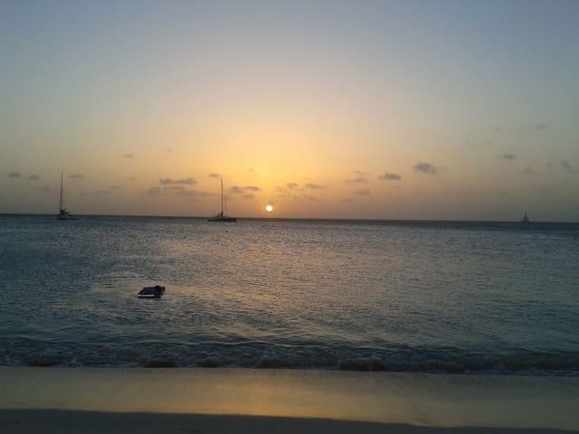 The nearest beach is 10 min. walking or 1/2 mile! Best sunset spot on Palm Beach!