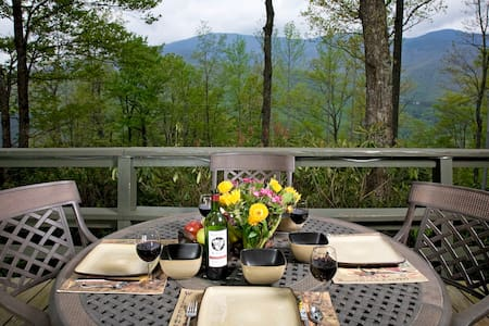 Roaring Fork Chalet at Mt Mitchell Back To Nature! - Burnsville