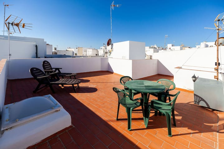 With huge roof terrace and sea view - Rincón de Kikote