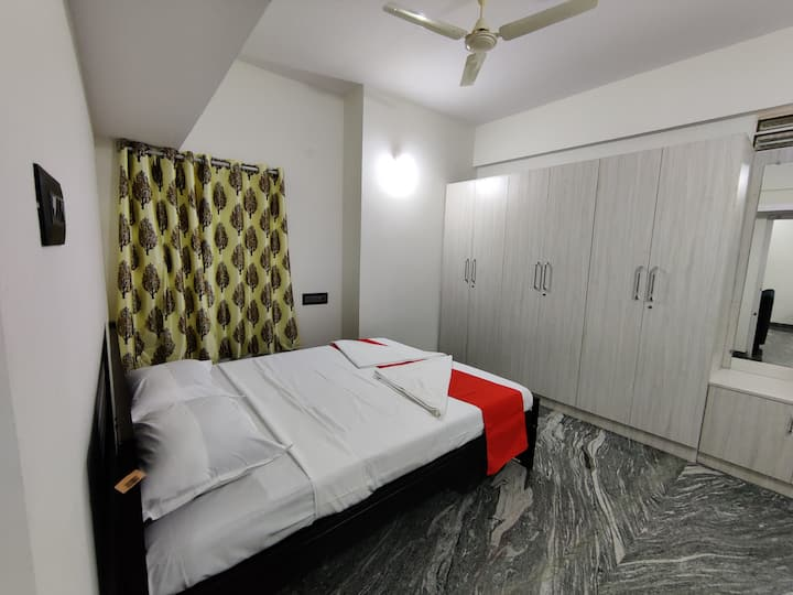 Classy 2Bhk near Palace with 24hrs help